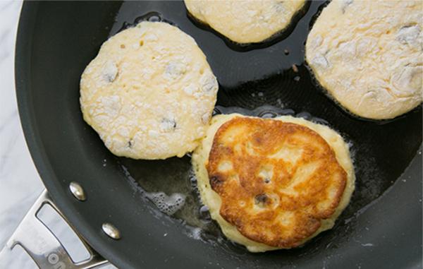 сырники из домашнего творога с изюмом рецепт