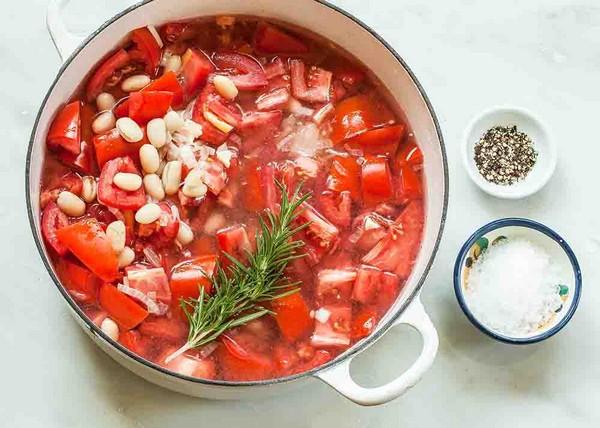 Суп с белой фасолью в томате