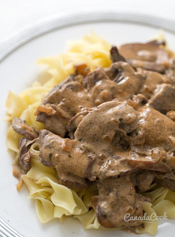 Бефстроганов из говядины в сливочном соусе